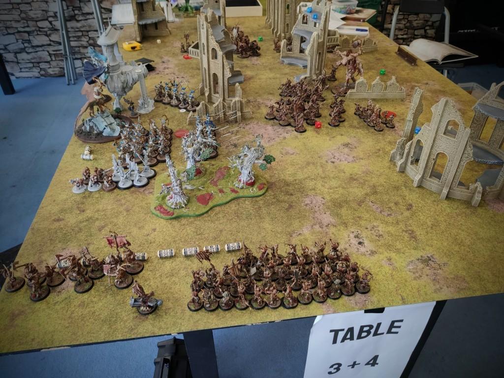 Warhammer: Age of Sigmar beasts of chaos vs lumineth